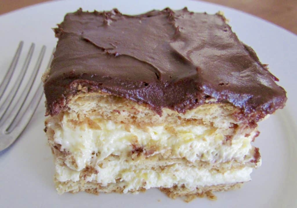 Cake Recipes Cooked In Microwave: No-Bake Eclair Cake