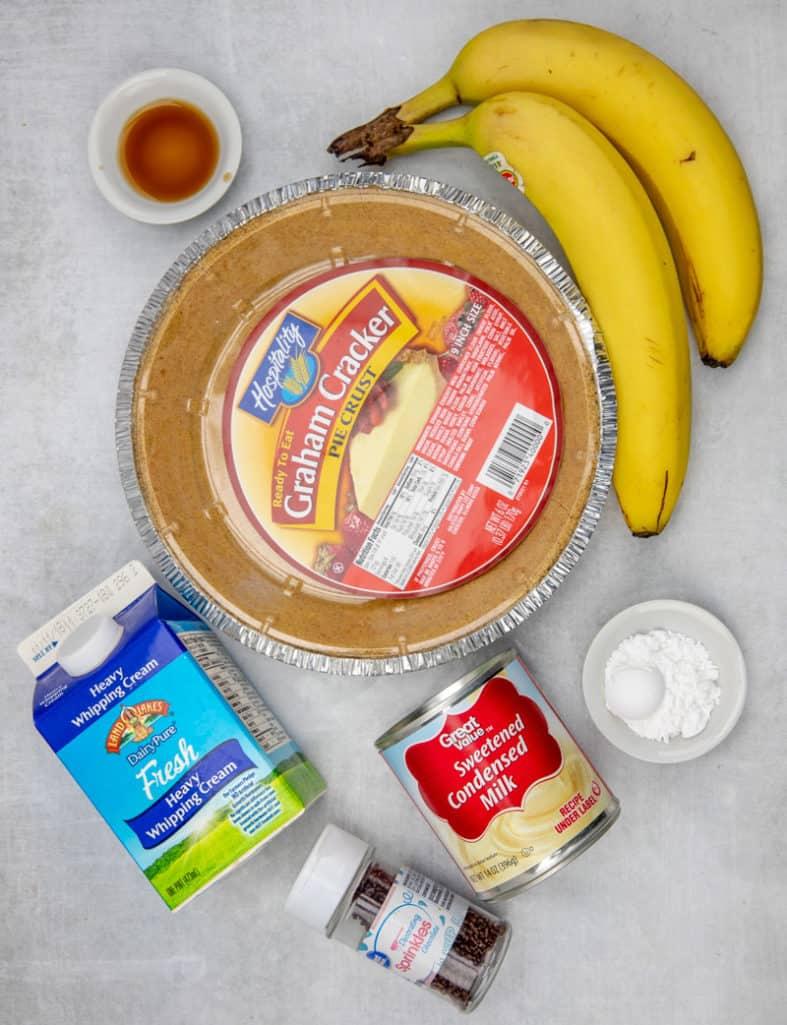graham cracker crust, sweetened condensed milk, bananas, heavy cream, vanilla extract, powdered sugar.