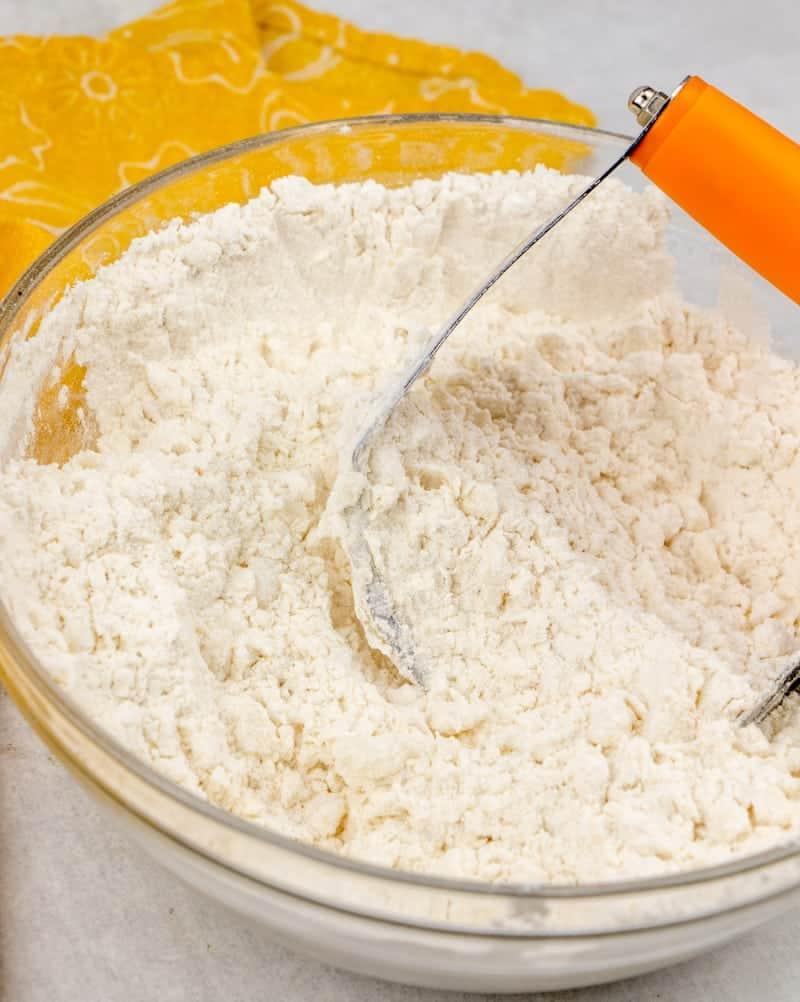 cutting vegetable shortening into flour