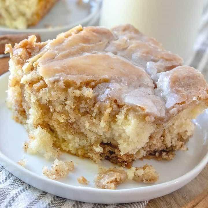 Homemade Cinnamon Roll Cake (+Video)