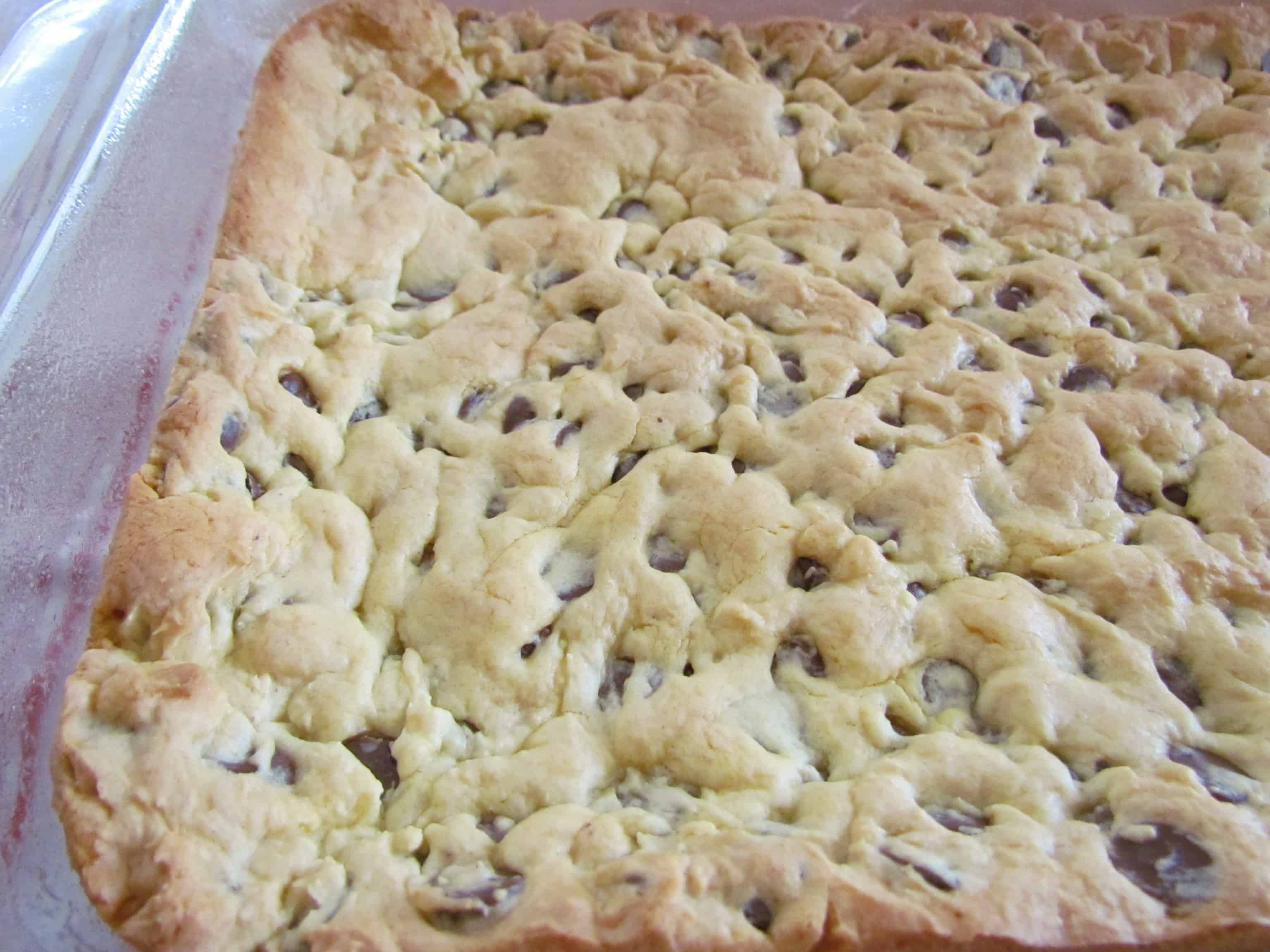 Lazy Chocolate Chip Cookie Bars - The Country Cook