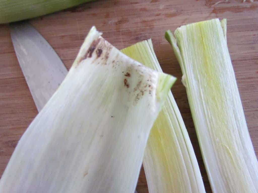 photo of dirt hiding inside the layers of leeks