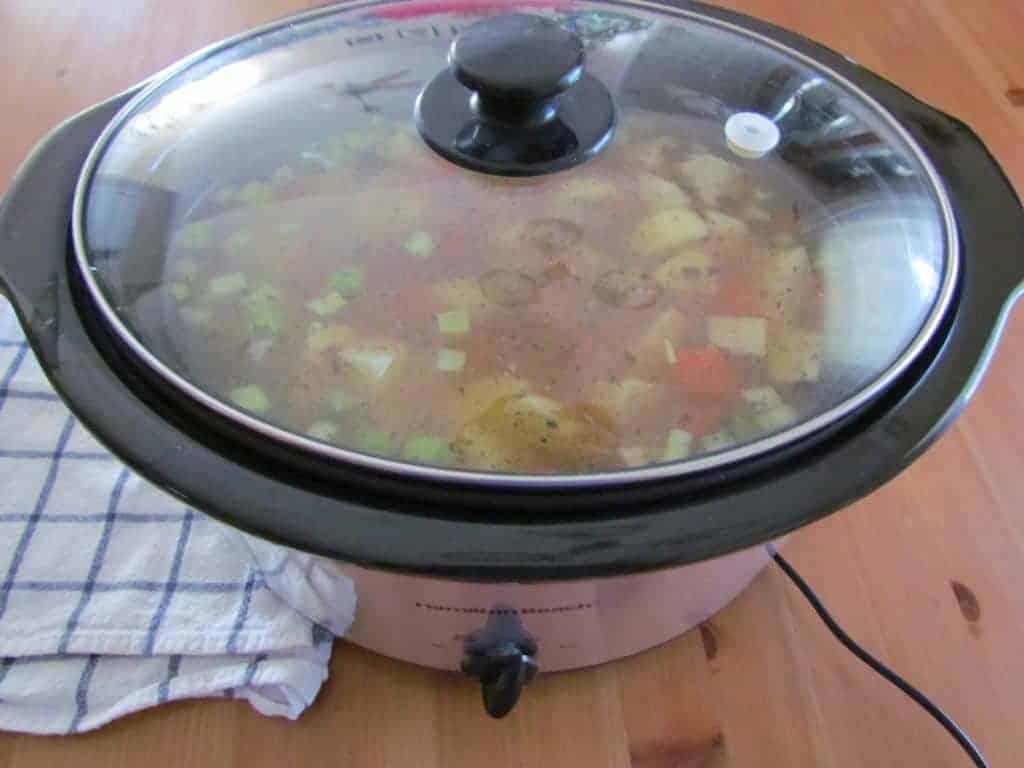 covered Hamilton Beach 6-quart slow cooker