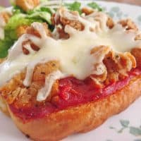 Easy Chicken Parmesan Pizzas