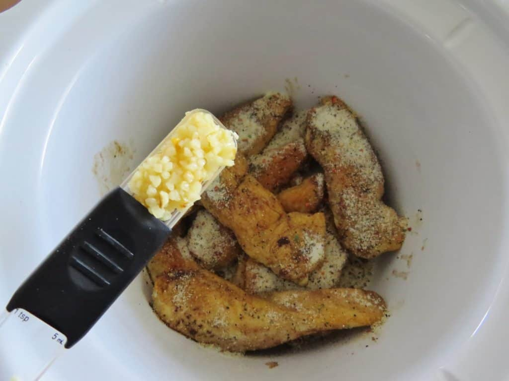 minced garlic and chicken in crock pot
