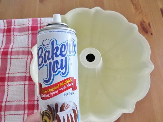 Baker's Joy nonstick spray for bundt pan