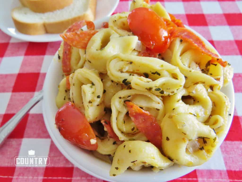 served, finished dish, Italian Tortellini Skillet Dinner, served with bread