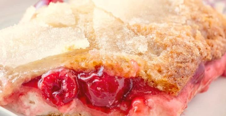 CRESCENT CHERRY CHEESECAKE COBBLER (+Video)