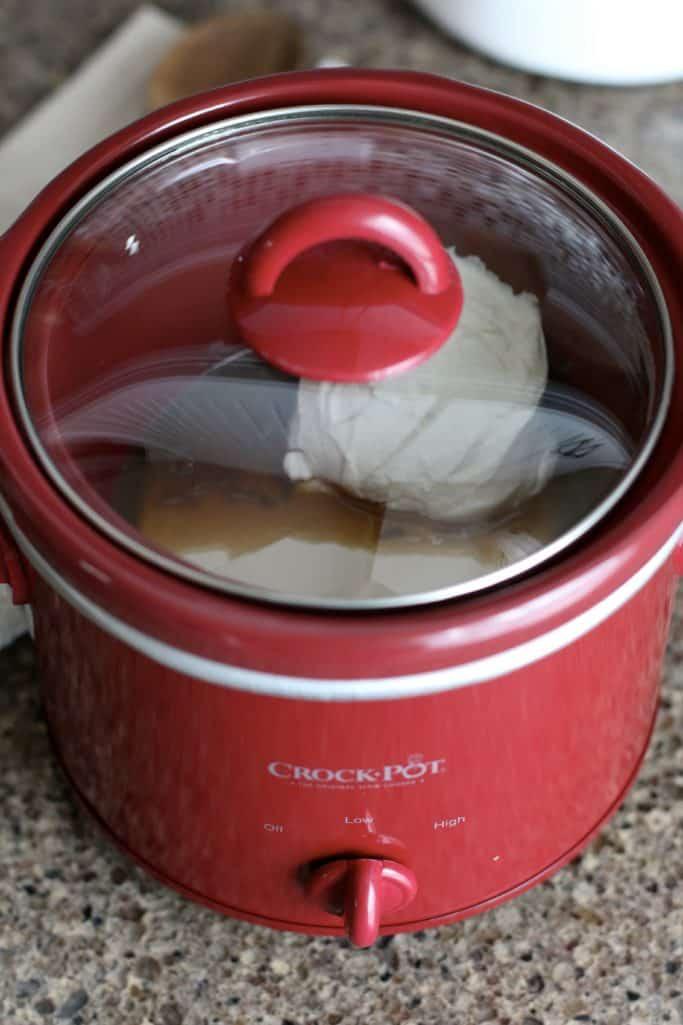 lid on mini slow cooker