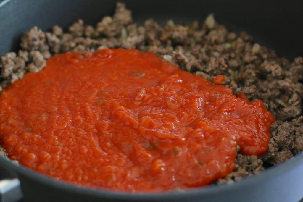 cooked ground beef and spaghetti sauce