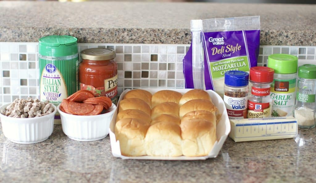 Pizza Sliders (www.thecountrycook.net)