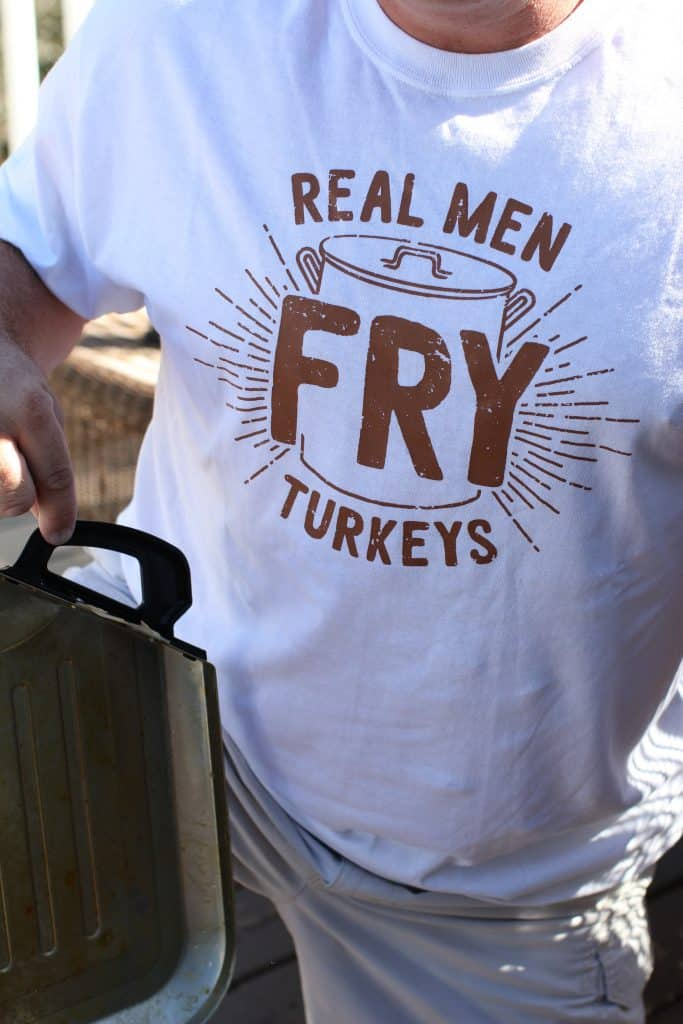 How to: Fry a Turkey for Thanksgiving or Christmas (full instructions, including seasoning recipe) at The Country Cook (www.thecountrycook.net)