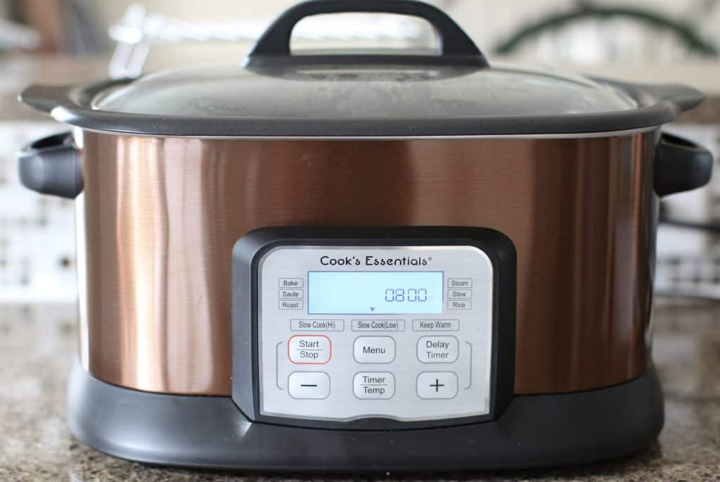 Cook's Essentials slow cooker with lid
