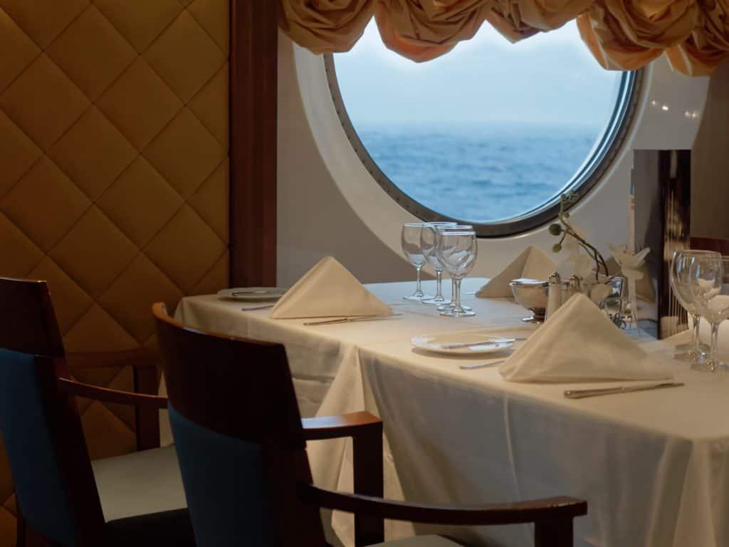 ship dining