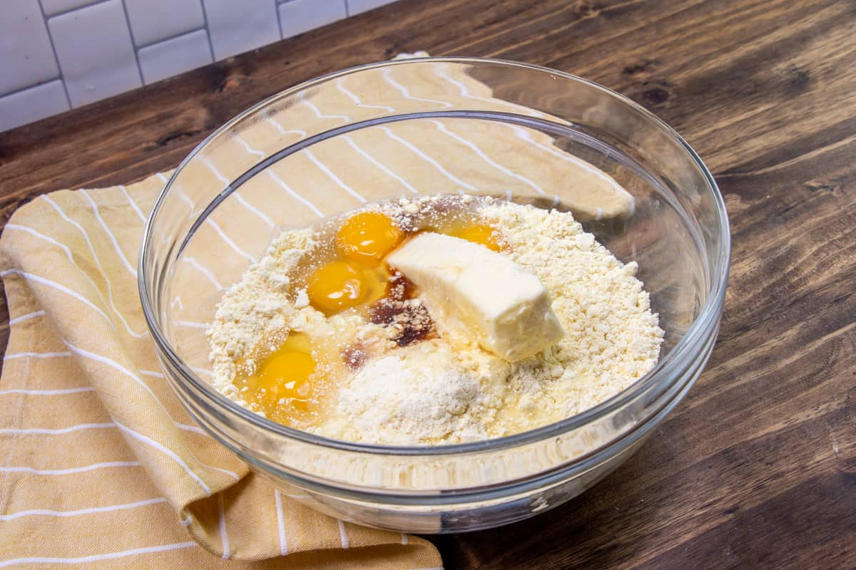 cake mix, eggs, butter vanilla and mandarin orange juice in a large clear bowl.