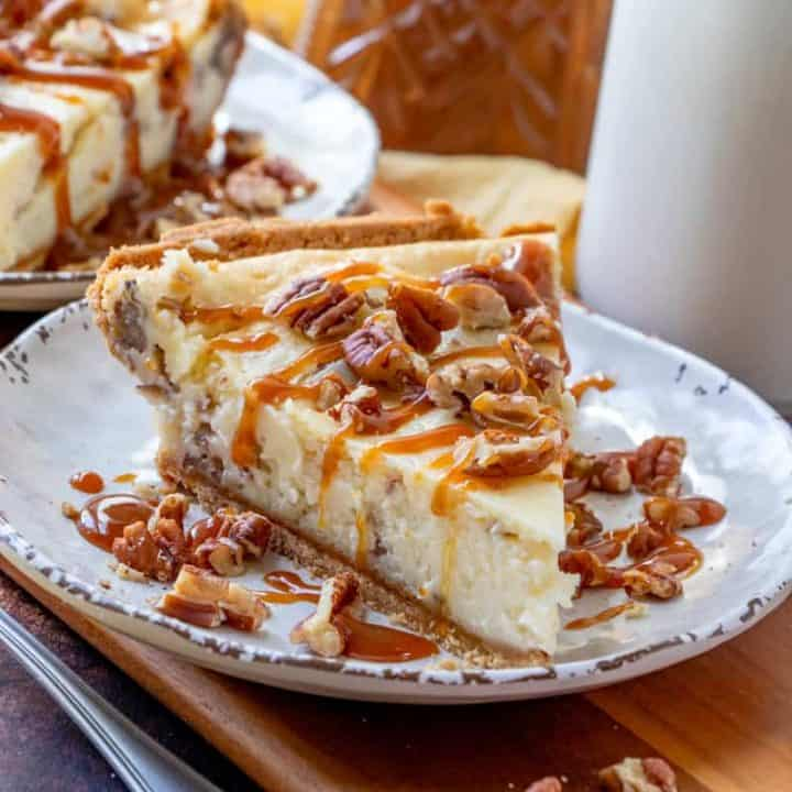 EASY BUTTER PECAN CHEESECAKE (+Video)
