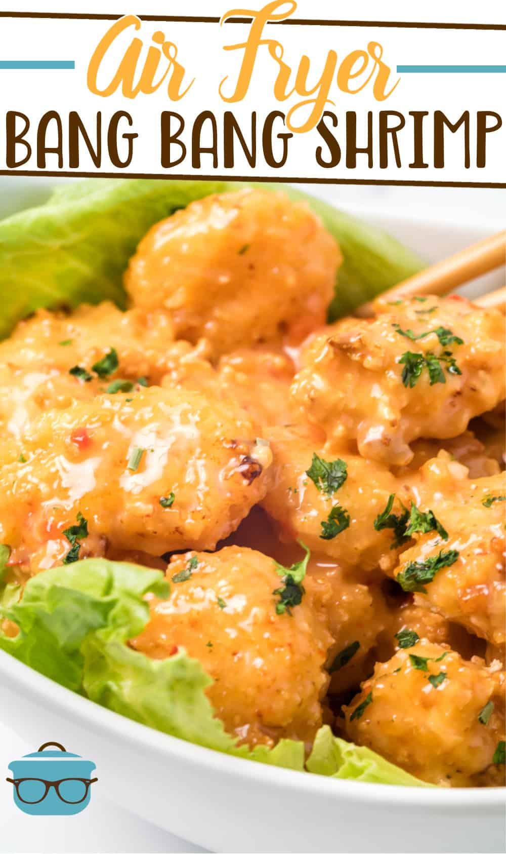 O camarão Air Fryer Bang Bang é feito com camarão embebido em leitelho, coberto com migalhas de pão panko e jogado em um molho cremoso de bang bang.