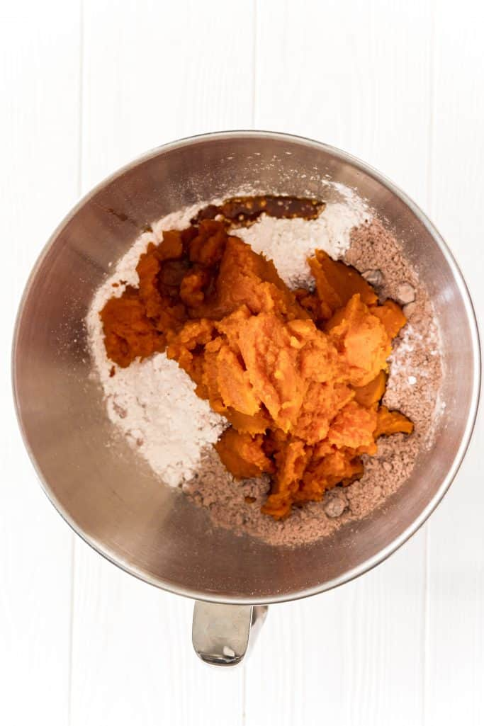 brownie mix, pumpkin puree, flour, pumpkin spice, baking soda, and vanilla in a large bowl