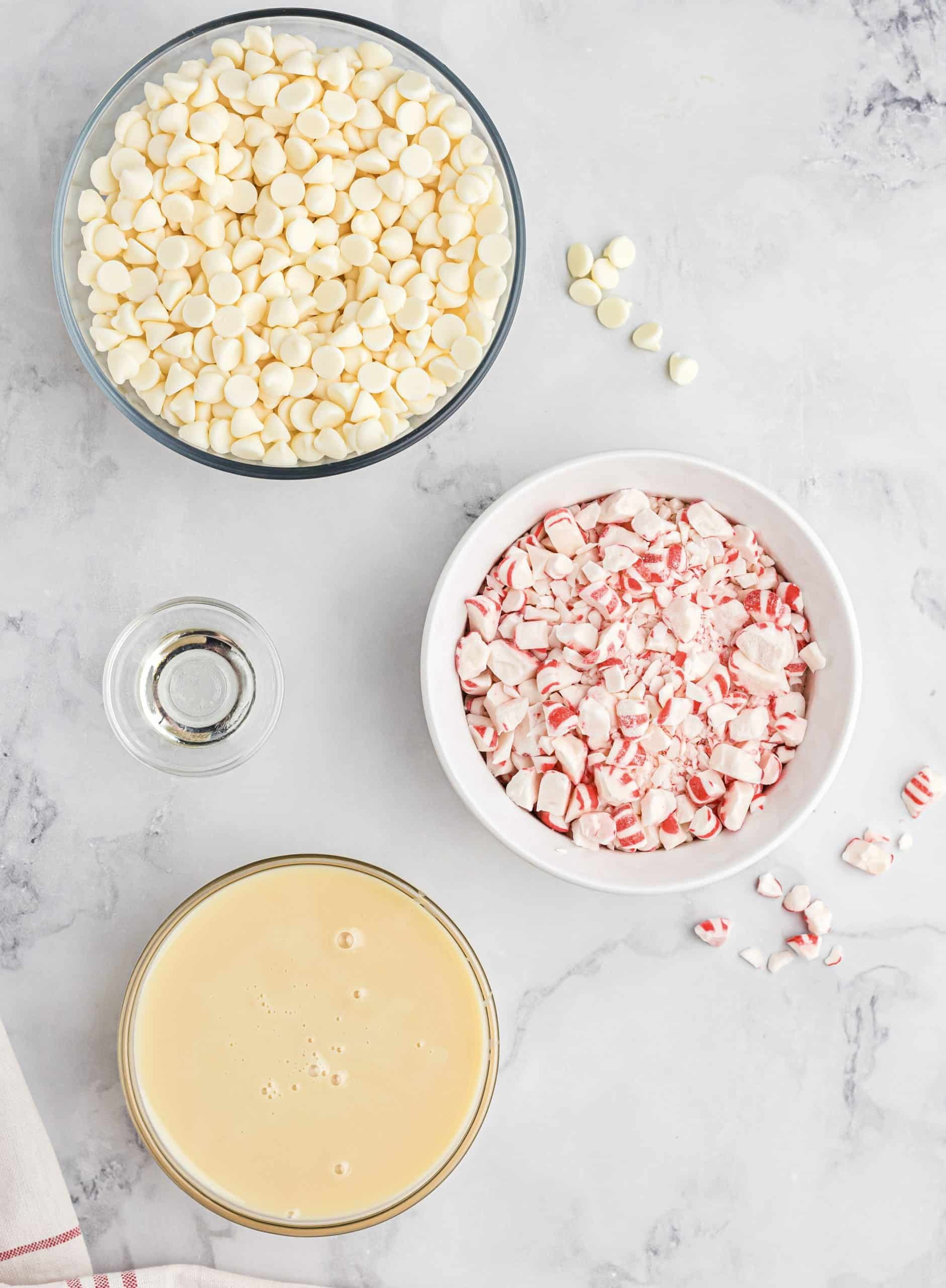 3 cups of white chocolate chips (about 1 lb of white chocolate) 1 (14 oz) cansweetened condensed milk 1 teaspoon peppermint extract 2 cups crushed candy canes or peppermint candies.
