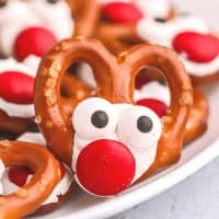 Reindeer Pretzel Christmas Snacks recipe from The Country Cook