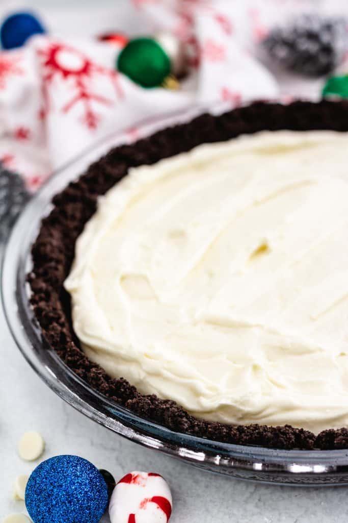 white chocolate peppermint cream filling shown inside chocolate Oreo crust