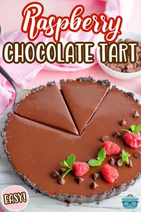 Tarte de Chocolate de Framboesa mostrando duas fatias cortadas Imagem do Pinterest