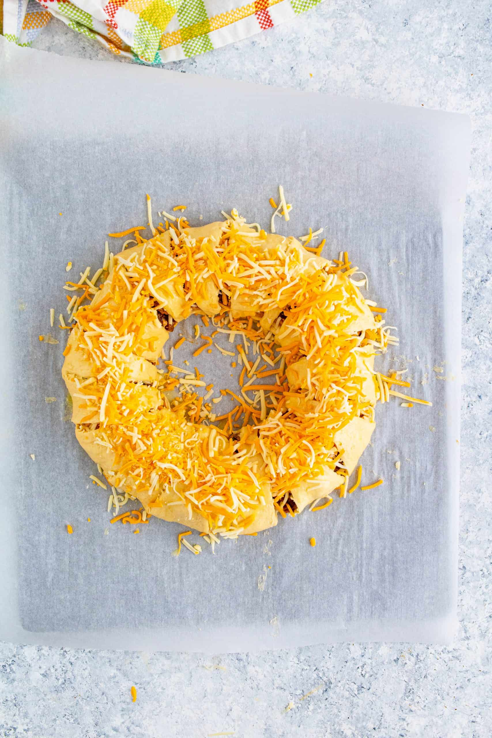 Cheese topping crescent ring