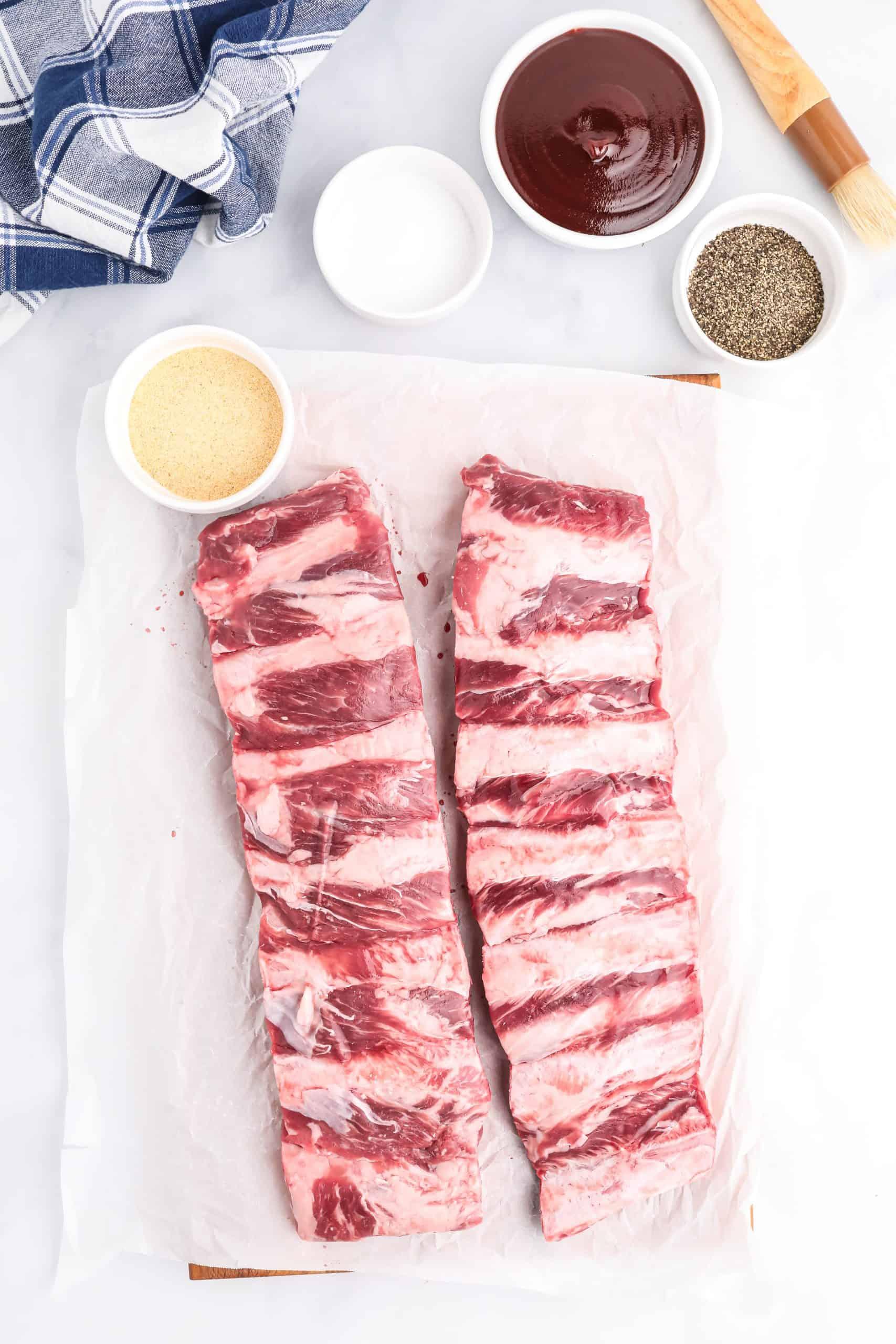 Ingredients needed: Beef ribs, salt, pepper, garlic powder, vinegar and bbq sauce.