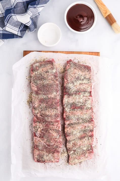 Ribs covered with dry ingredients