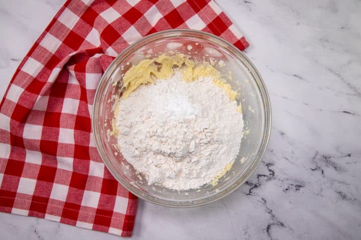Dry ingredients added to mixture in bowl